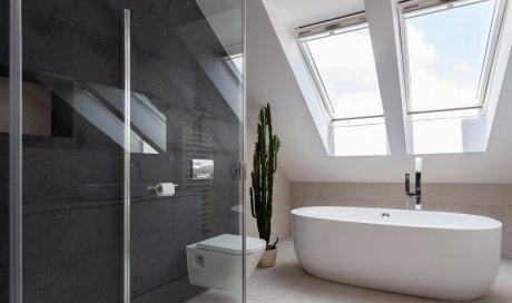 Rénovation de salle de bains et sanitaires: baignoire, douche à l'italienne Tournus